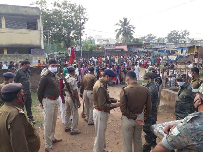 jamshedpur-big-incident-बिरसानगर में मंदिर पर कब्जा करने को लेकर पथराव,  हंगामा, बवाल, झामुमो विधायक के ड्राइवर और परिजनों ने की तोड़फोड़, तीन से  अधिक ...